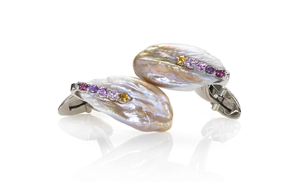 Feather Pearl Cufflinks Natural Chinese freshwater feather pearls (14.8 ct and 16.8 ct), 0.37 ct of heated sapphires, platinum