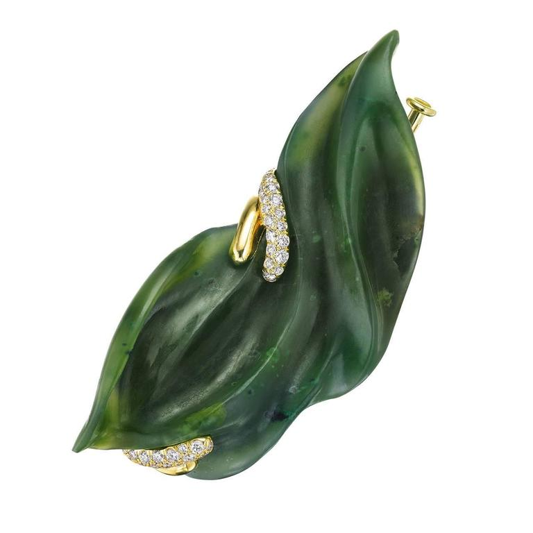 Hand-Carved Nephrite Jade Diamond Gold Brooch Front View