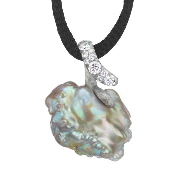Platinum Pearl Pendant-NaomiSarna-Pearl-Diamonds-18kGold-NS_pend2-rev